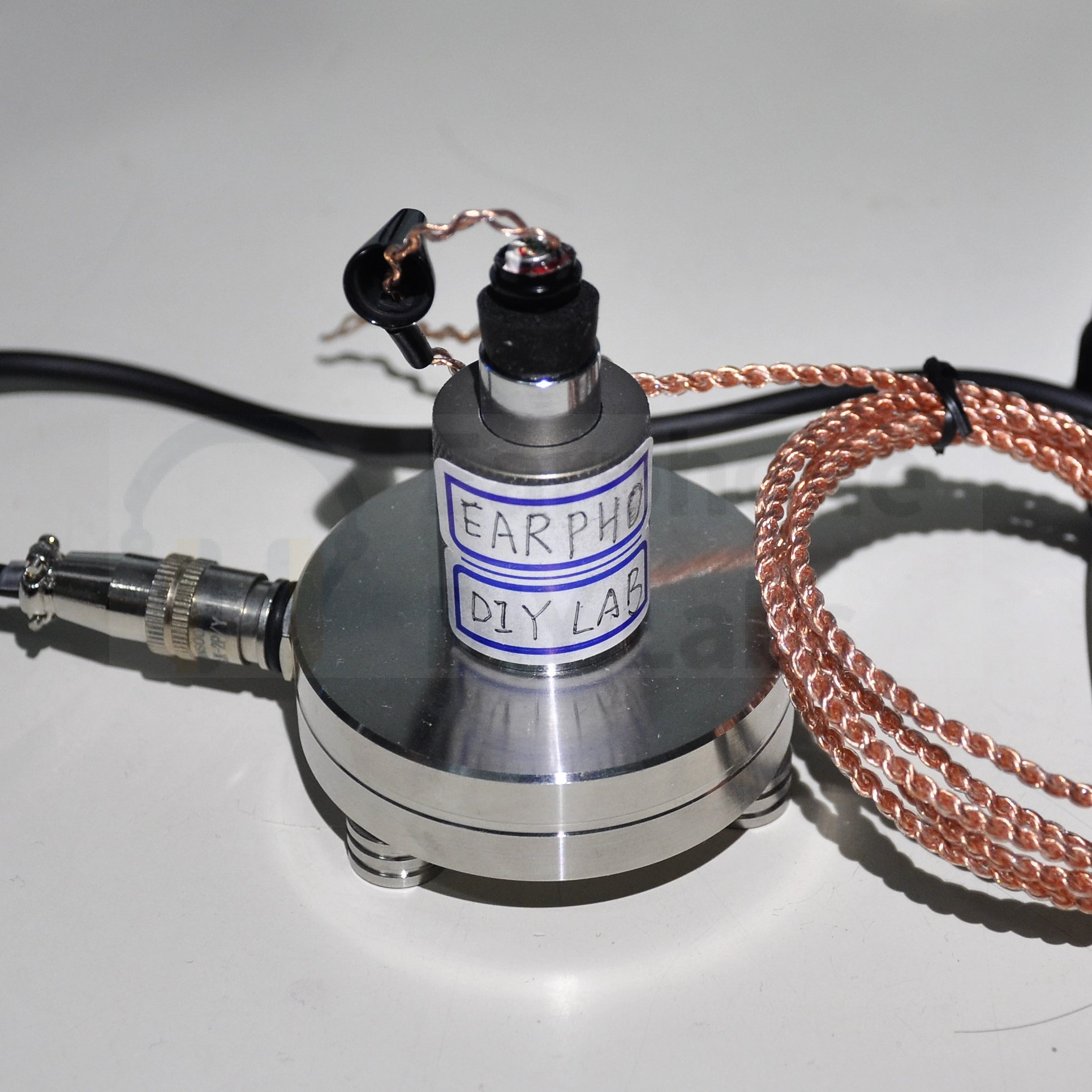 The IEC 711 coupler measuring (open space) the Ultra Low THD Titanium Driver Unit and 6N OCC cable Kit